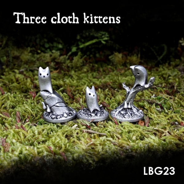 LBG23 Three cloth kittens
